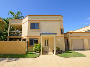 Townhouse Just 300m To The Water! - Urangan