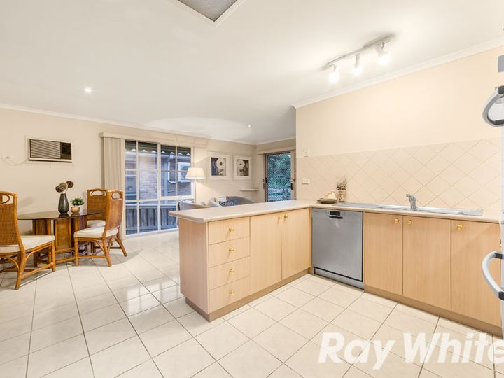 2/13 Clifford Street, Glen Waverley, VIC