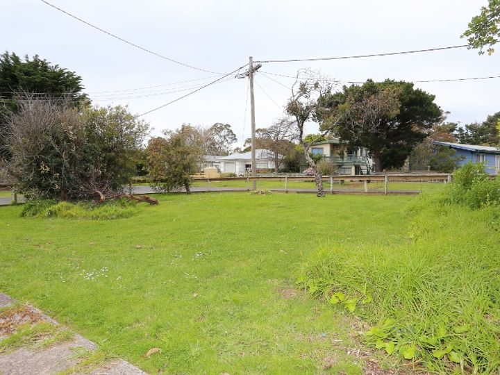 22 Outlook Drive, Cowes, VIC