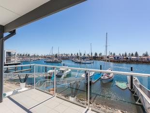 HOLIDAY ALL YEAR ROUND WITH A MARINA LIFESTYLE - North Haven