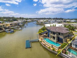 Great Family Home - Stunning Extended Canal Outlook - Biggera Waters