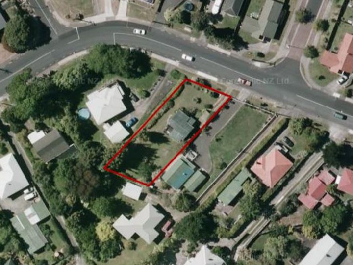 11 Awaroa Road, Sunnyvale, Waitakere City
