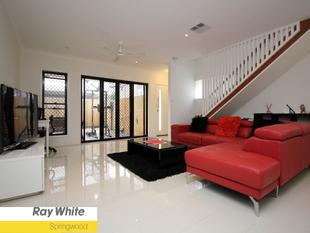 ULTRA SPACIOUS STAND ALONE LIVING - 2 YEARS NEW - MACGREGOR STATE SCHOOL CATCHMENT - Eight Mile Plains