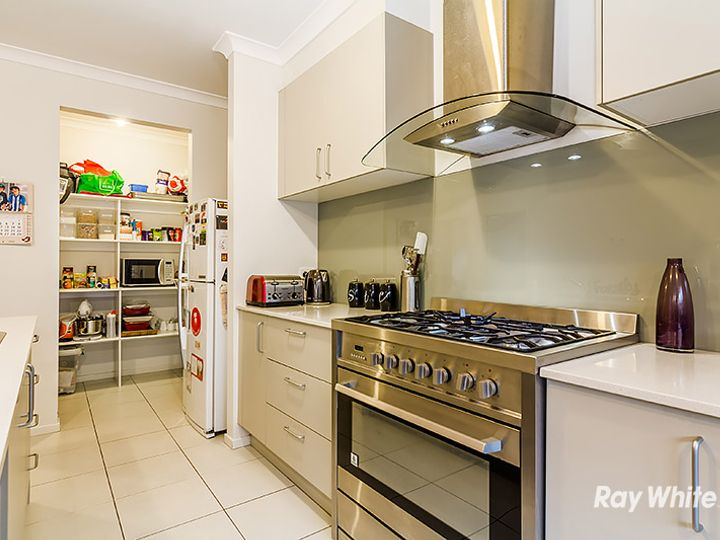 10 Jutland Close, Clyde North, VIC