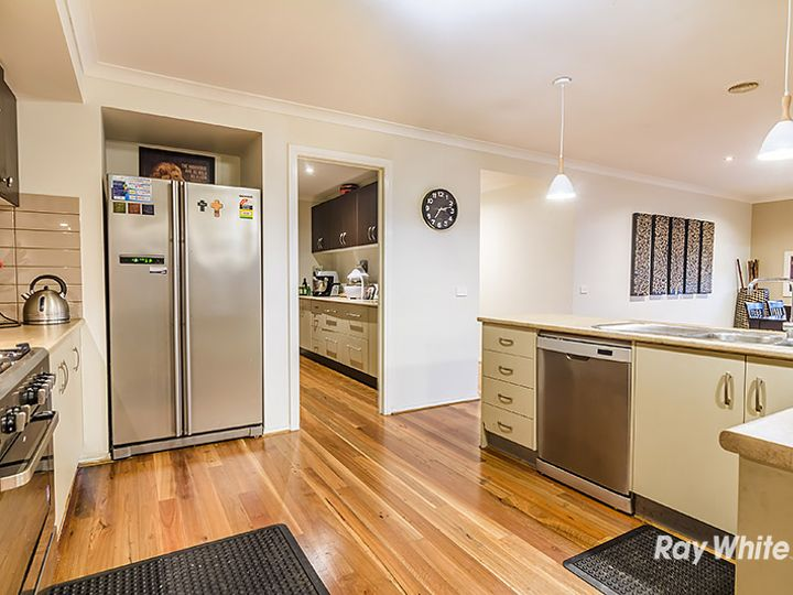 54 Thunderbolt Drive, Cranbourne East, VIC