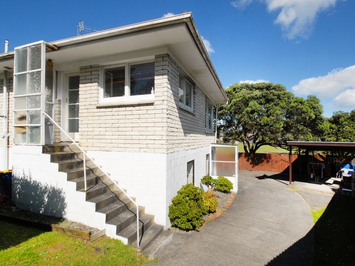 8a Heather Place, Sunnynook, North Shore City
