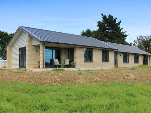 West Plains, 208 West Plains School Road