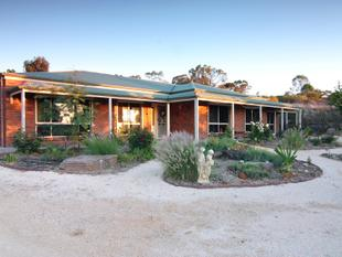 A WONDERFUL FAMILY HOME TO RAISE YOUR FAMILY! - Loxton