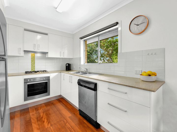 147 Kianawah Road, Wynnum West, QLD