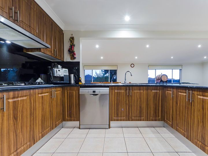 2 Buckhurst Way, Hoppers Crossing, VIC