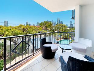 Your Chevron Island Sanctuary Awaits - Sit Back And Watch the City Lights Come Alive - Surfers Paradise