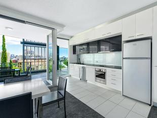 Great valued 3 Bedroom apartment in 'Story Apartments' - Priced to Sell...! - Kangaroo Point
