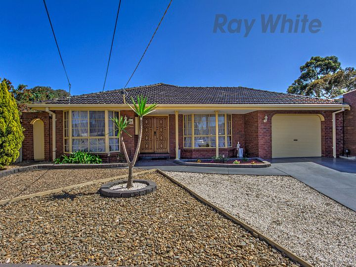 18 Narong Place, Keilor Downs, VIC
