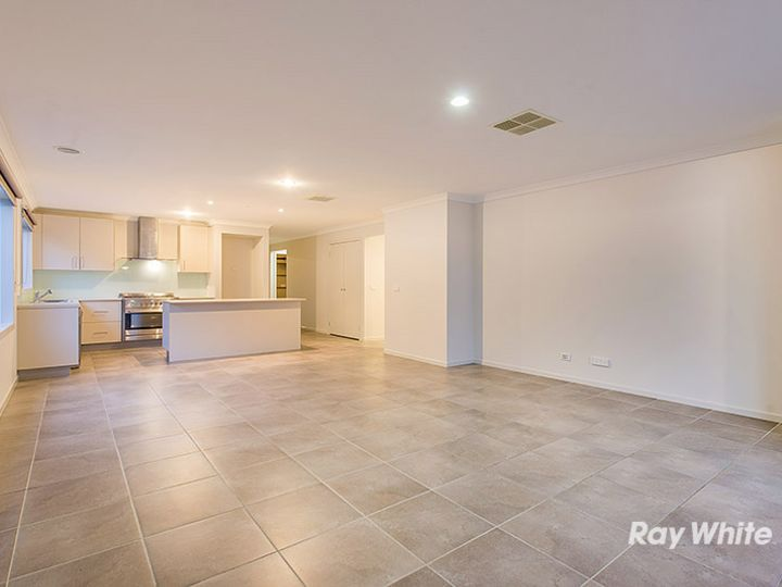 86 Thunderbolt Drive, Cranbourne East, VIC