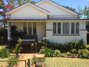 Large 2 Bedroom Home - Convenient Location - Centenary Heights