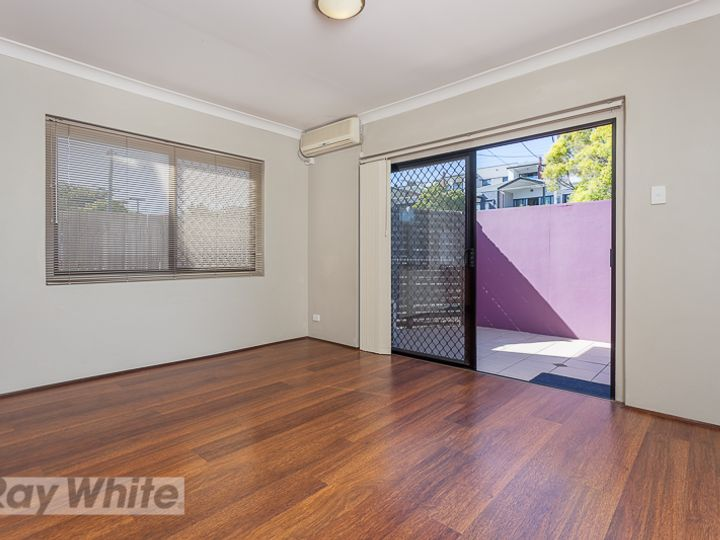 1/8 Kitchener Street, Coorparoo, QLD