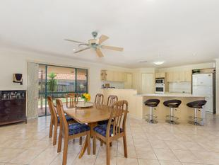 4-5 BEDROOM HOME WITH FANTASTIC FEATURES FOR AN AMAZING PRICE!!!! - Robina