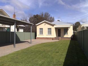 WOW - THIS IS A REALLY BIG HOME - Benalla