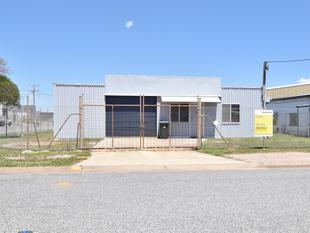 PRICE REDUCED - WORKSHOP - 240M2 CLOSE TO HANSON ROAD - Gladstone Central