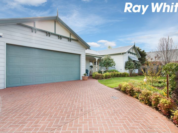 21 Colonial Way, Pakenham, VIC