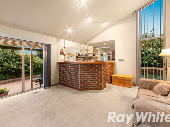 16 Patrick Close, Greensborough, VIC