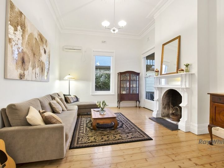 4 Buckland Avenue, Newtown, VIC