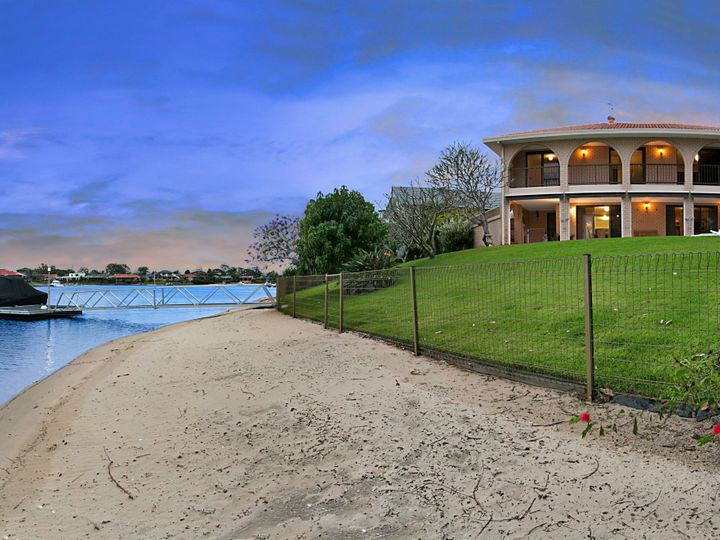 32 Delungra Street, Broadbeach Waters, QLD