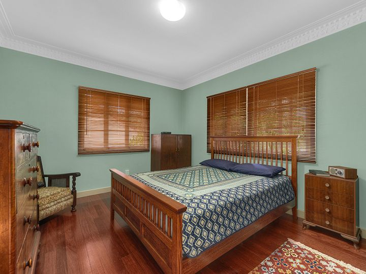 128 Arnold Street, Holland Park, QLD