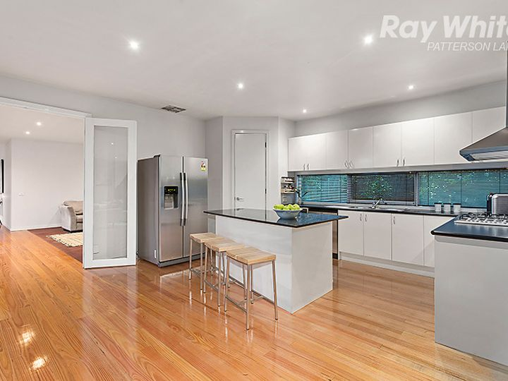 8 Fisher Mews, Waterways, VIC