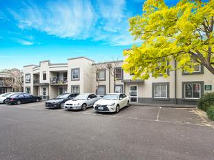 Easy living with convenience all around - Malvern East