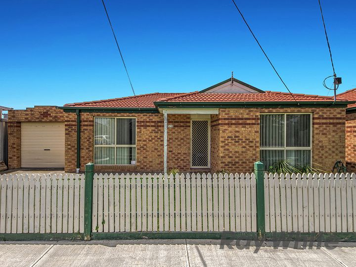 2/15 Haven Close, Sunshine West, VIC