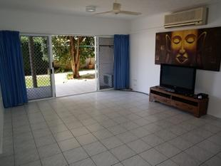 SPACIOUS 2 BEDROOM UNIT, FANTASTIC LOCATION + SEMI-FURNISHED - Cannonvale