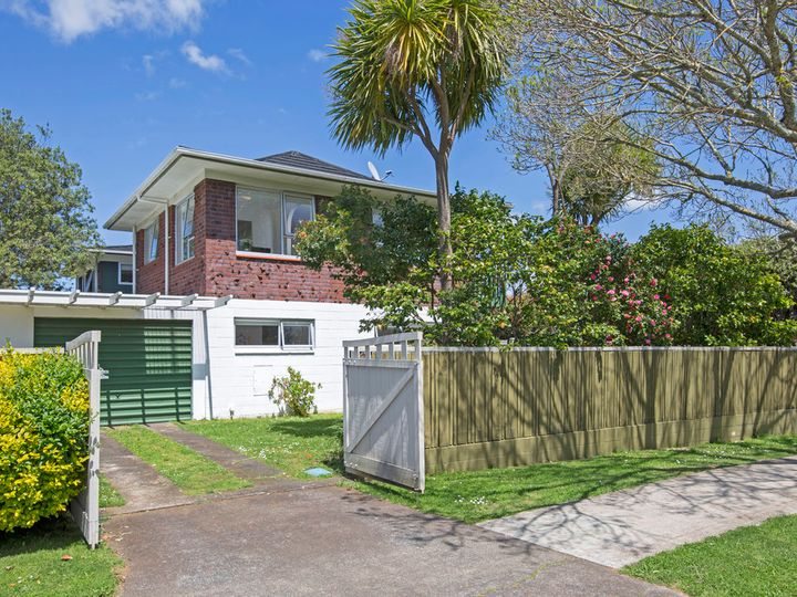 1/57 Butley Drive, Farm Cove, Manukau City