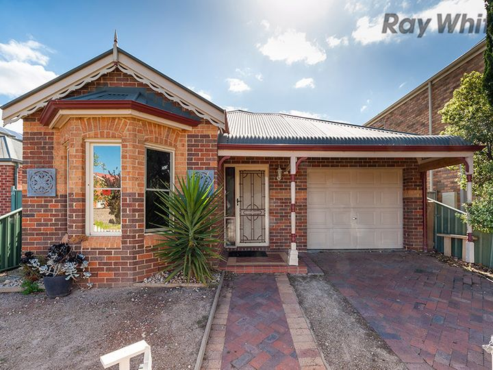 14 Windsor Gardens, Caroline Springs, VIC
