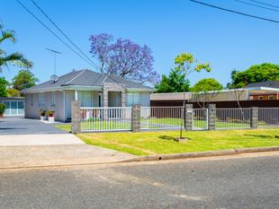 MODERN 3 BEDROOM BRICK HOME PLUS INCOME - WIDE 16.76M FRONTAGE! - Punchbowl