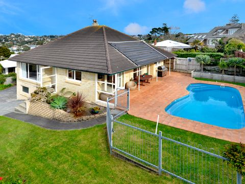 Browns Bay, 31 Bayview Road