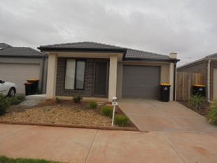 Three Bedroom home in  Maplewood Estate - Melton South