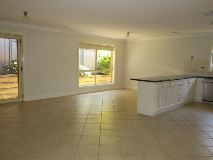 1/2 Madin Place, Estella, NSW