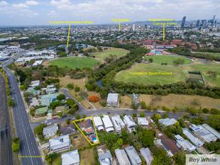 Space for the Extended Family or Additional Income - Coorparoo