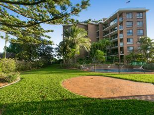 City, River,  Gateway and Mountain Views in Exclusive Bayview Mansions - Clayfield
