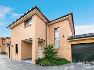 NEAR NEW 2 BEDROOM + STUDY TOWNHOUSE IN PRIME LOCATION - SELF MANAGED STRATA - LEASED FOR $590.00 PER WEEK!! - Punchbowl