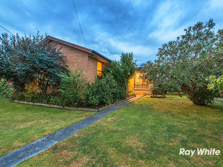 13 Village Drive, Hampton Park, VIC
