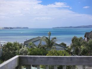 Grandstand Views - Snells Beach
