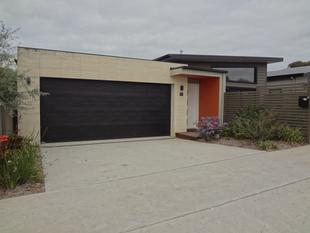 MODERN ON WHITES - Warrnambool