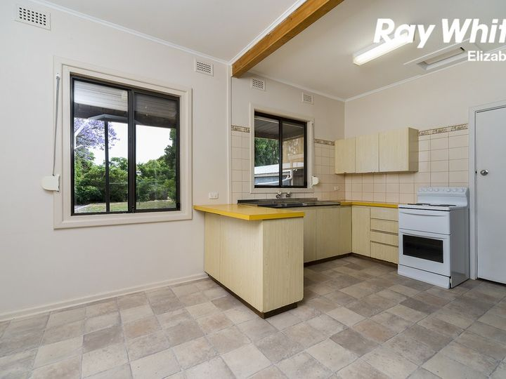 11 Whitsbury Road, Elizabeth North, SA
