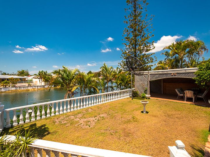 116 Salerno Street, Isle Of Capri, QLD
