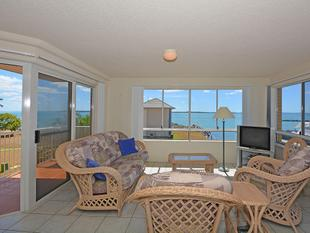 PRICE REDUCED BY $26,000 FOR QUICK SALE, UNIT WITH OCEAN AND MARINA VIEWS - Urangan