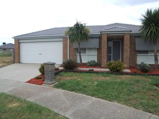 IMMACULATE 4 BEDROOM HOME IN BROOKFIELD - Brookfield