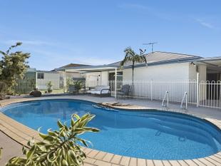 * LAKESIDE LIVING AT ITS BEST  *    Urgent Sale Required !! - Narangba