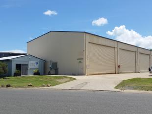 LARGE INDUSTRIAL SHED WITH HIGH CEILINGS - Cannonvale